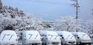 写真(6)雪送迎者